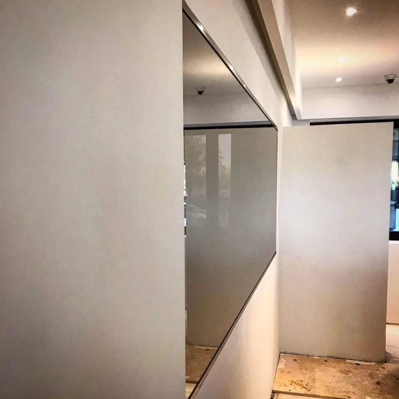 Specchi Per Palestra On Line specchio spia: realizzazione e posa | vetreria artigiana