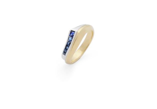 Shooting Star Sapphire Stripe Ring