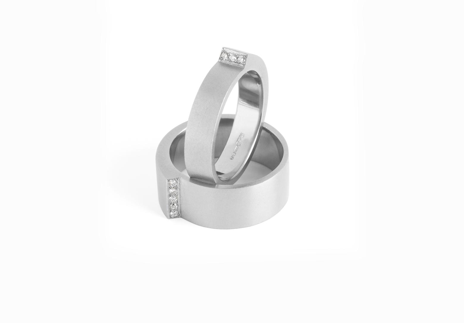 Step Narrow Diamond Ring