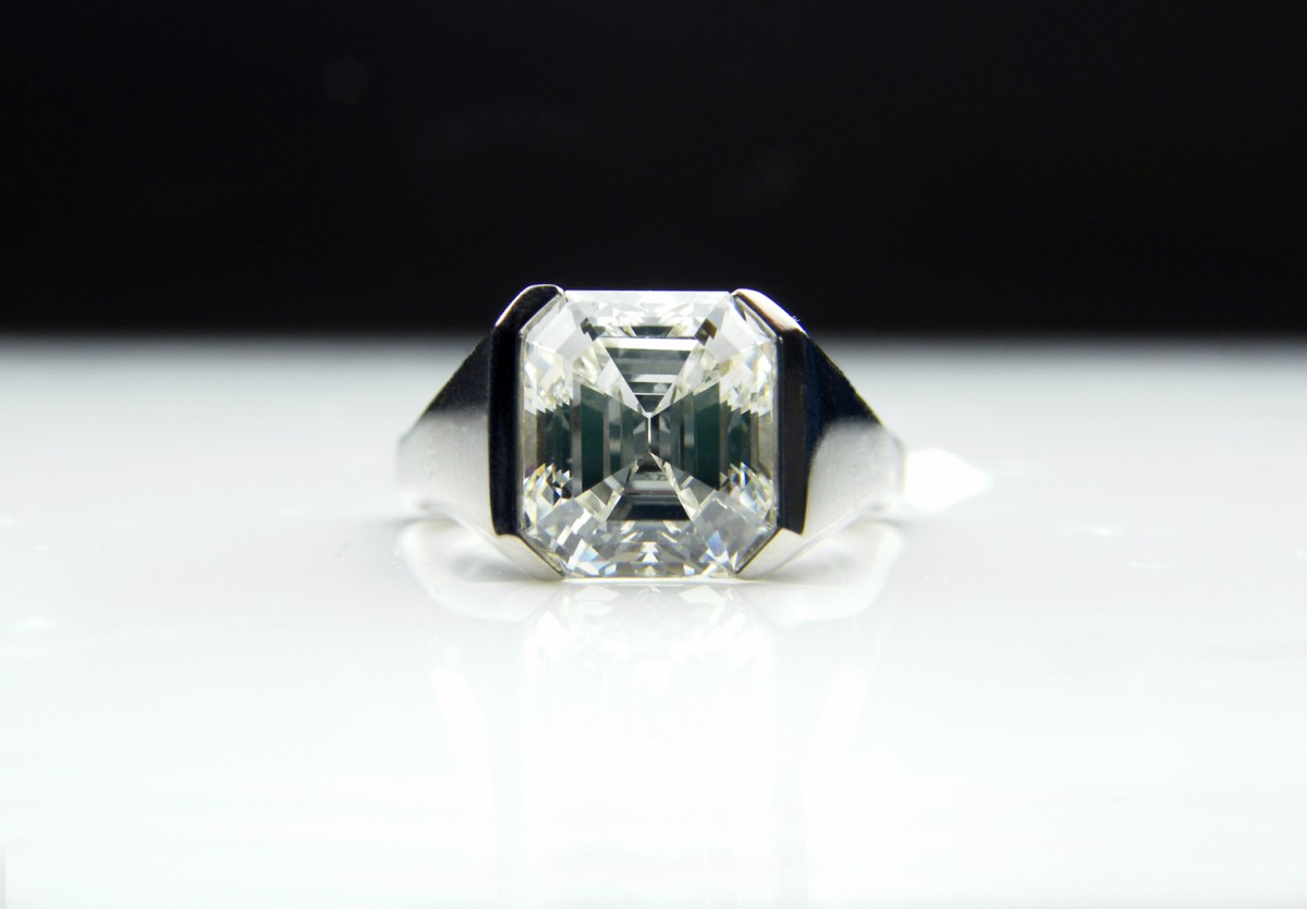 engagement stone image three luxury diamond carat l cut at ring platinum halo emerald