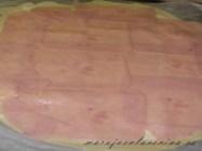 Láminas de pavo encima del queso