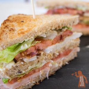 Sandwich Club con pollo, una receta sencilla para compartir