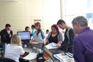 Jovens e professores exigem audiência na Agência de Desenvolvimento Regional I Foto: Sinte
