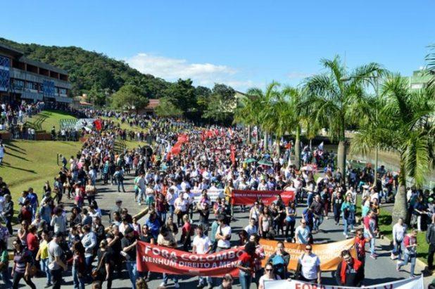 Em 28/4, servidores participaram de grande manifestação. Foto: Aline Seitenfus