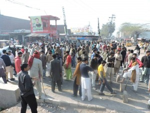 UD workers blocked LHR-SKP road 01