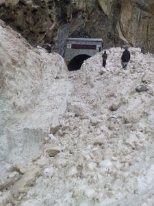 snow blocked KKH due to landslide