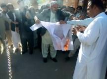 کوئٹہ: بیروزگار فارماسسٹس کا احتجاجی مظاہرہ! بیروزگاری سے تنگ آکر اپنی ڈگریاں اور کوٹ جلا ڈالے!