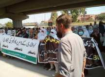 خیبر پختونخواہ: سرکاری کالجز کی نجکاری کے خلاف ٹیچرز سراپا احتجاج؛ نام نہاد 'تبدیلی' کا پردہ چاک