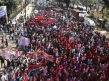 انڈیا: ''مزدور دشمن'' پالیسیوں کیخلاف بیس کروڑ محنت کشوں کی عام ہڑتال