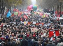 فرانس: دہائیوں بعد دیو ہیکل ہڑتال۔۔طبقاتی جدوجہد کے ایک نئے باب کا آغاز
