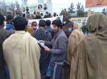 کوئٹہ: صوبائی اسمبلی کے سامنے بلوچستان کمیونٹی سکول کے تحت تدریس کرنے والے کنٹریکٹ اساتذہ کا احتجاج