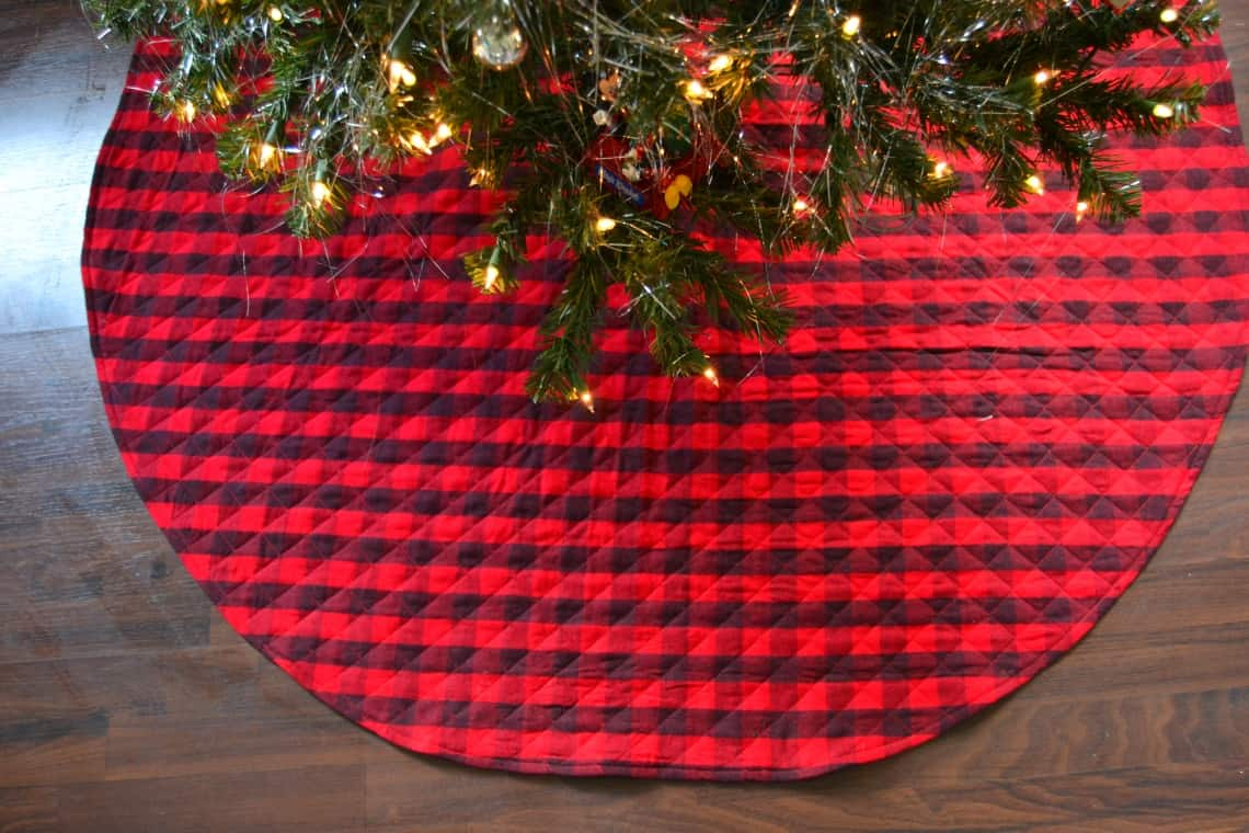 Sewing tutorial: Easy quilted Christmas tree skirt