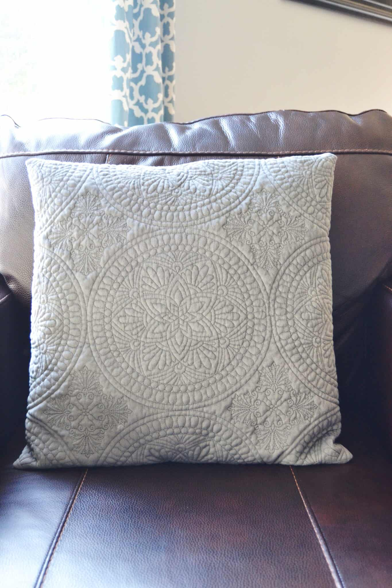 Sewing tutorial: Easy pillow cover in 4 steps