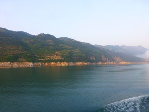 Landscape past the Yichang lock