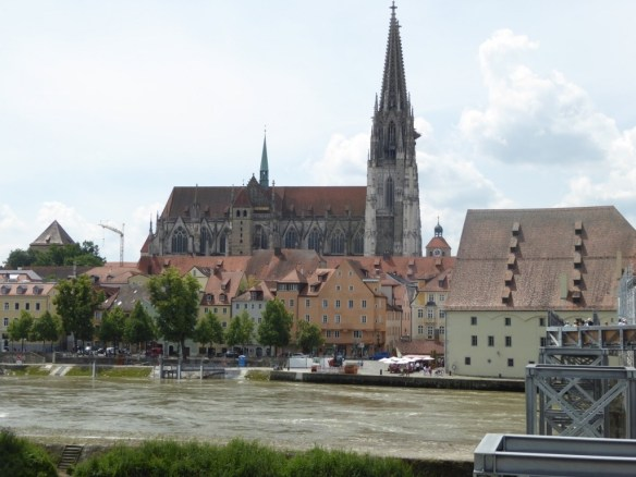 St. Peter's Cathedral in the background and the Wurstkuchl in the right foreground