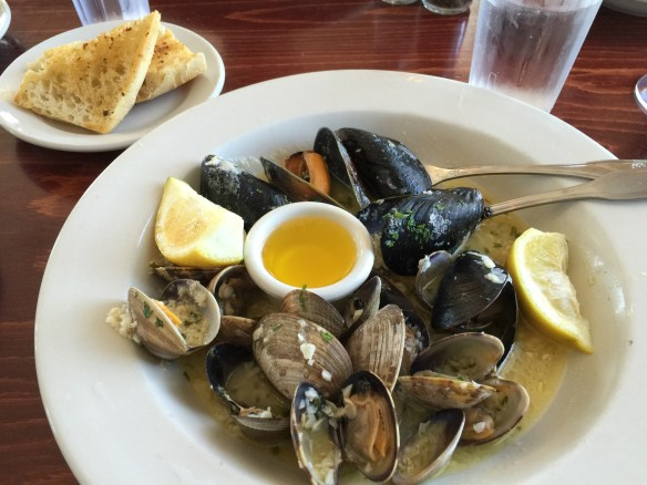 Garlic with clams and mussels