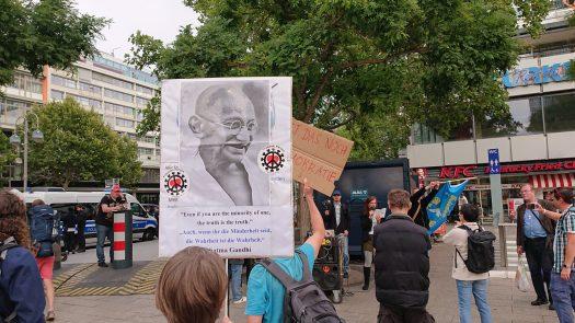 Mahatma Gandhi Demo am 27.08.2020 auf dem Breitscheidplatz, Berlin