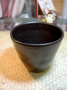美しいマットな黒のカップ