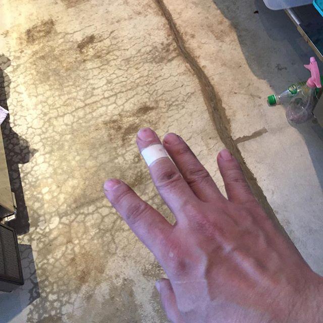 はー、昨日今日とイマイチ。頼まれていたコーヒー焼酎を瓶に詰めて、落として割ったよ。ちょっと切ったし....