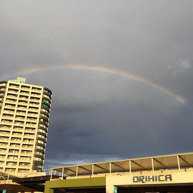 久しぶりにソヨカで買い物。空にはくっきりと虹。