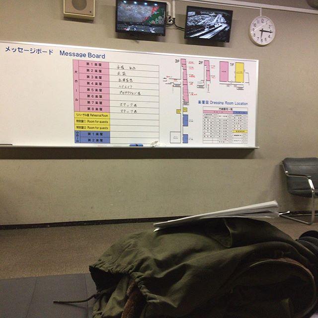 今日は朝から神奈川県民ホールに居るの図