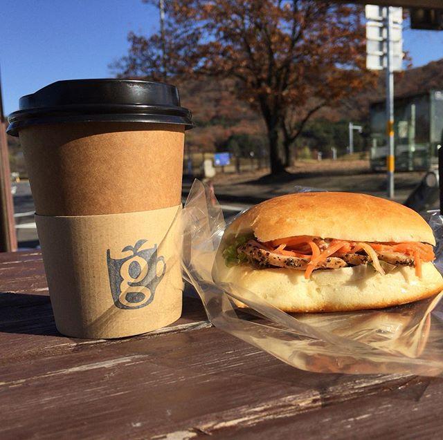 そして、何時もの佐野PAで、glin coffee さんのコーヒーとboulanger lunettes さんの合鴨のサンドウィッチ。#glincoffee#boulangerlunettes