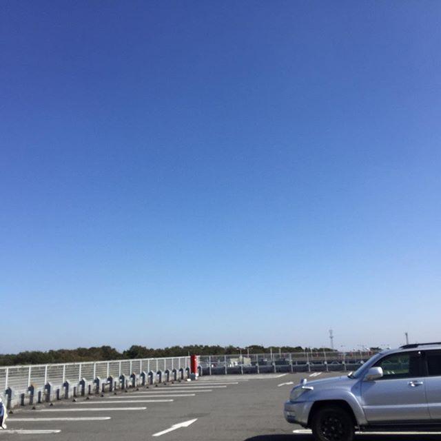 いい天気。 買い出しにコストコに。 入間は空が広い。