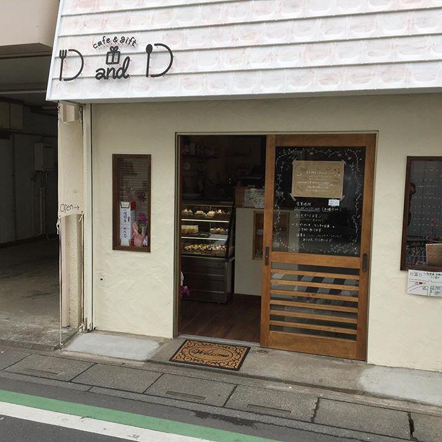 ご近所に新しくcafe & gift D&D @dandd.fujimino さんがopen してます 。  とても可愛らしい店内、充実したスイーツ、川越のtakeru coffeeさんの豆を使われています。  近所にお店が少なくて寂しかったので嬉しい!  うちの数百倍ちゃんとしたお店なので、すごいですww