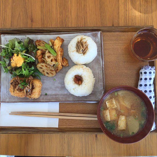 そしてお昼ごはん 。  @boulanger_lunettes さんでシュトーレンを購入。 @sai.kasumi.gohan さんで美味しいごはんを食べました。 @glincoffee でマンデリンをいただき、宇都宮に向けて出発。