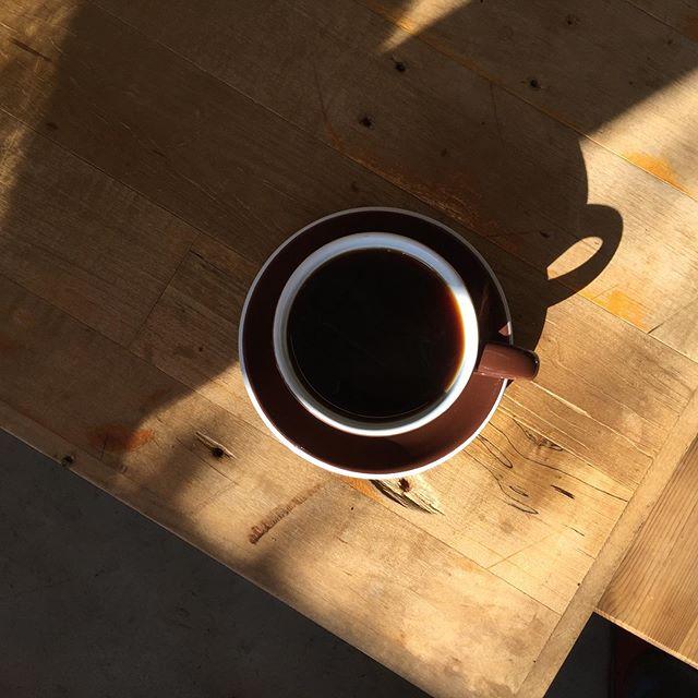 ふとひと息 。  最近次男がバイトしているカフェのコーヒー豆。 ブルーマウンテンを貰ったので、そのお店に倣ってネルドリップで。
