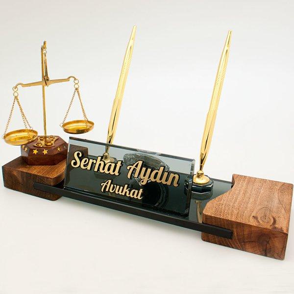 avukat, hakim ve savcılar için adalet terazi biblolu masa isimlik