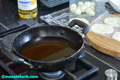 Chakkalu Savoury Rice Crackers deep frying step13