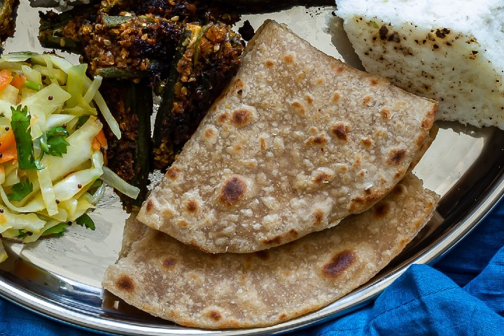 Gujarati Pad Wali Roti (Be Padi Rotli) | Two Layer Roti