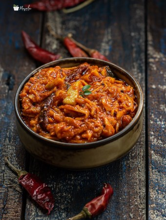 Instant grated mango pickle served in a bowl.