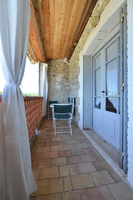 L'entrée de Lavande au Mas de la Baillyde – Gîtes de charme en Cévennes
