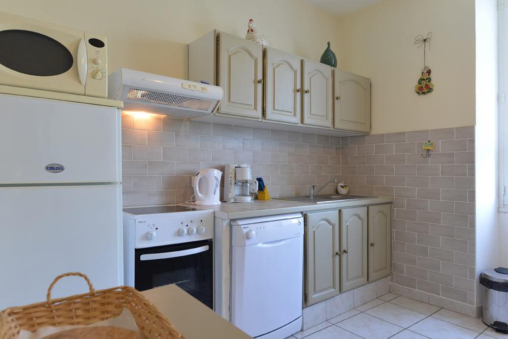 La cuisine équipé au Lavande au Mas de la Baillyde, gîtes de charme en Cévennes