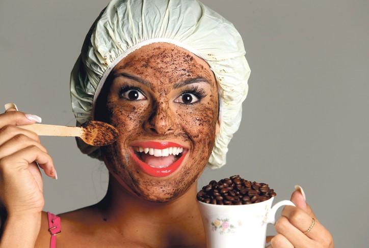 ▷ Mascarilla de café y miel Para lucir un rostro mas joven