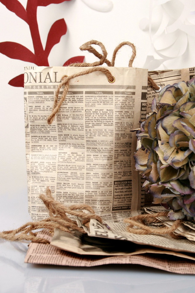 Recycled newspaper little shopping bag _ maschio gioielli milano (4)