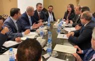 لماذا يحاصر لبنان نفسه وكرمى لعيون من؟