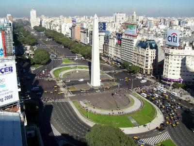 I novanta metri di larghezza della Avenida de Julio di Buenos Aires - (c) inautonews.com