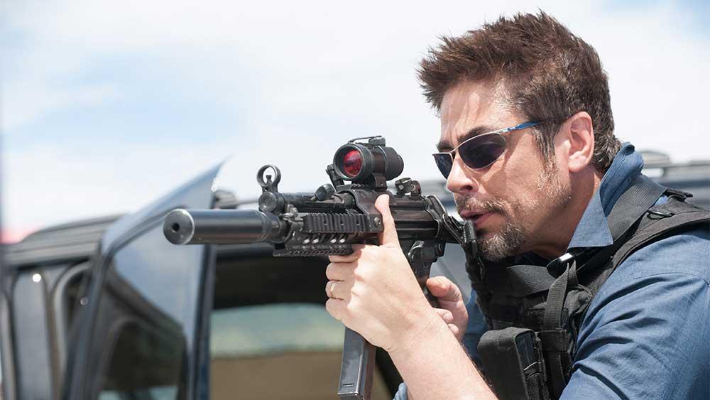 Benicio Del Toro in una scena di SICARIO - Photo by Richard Foreman