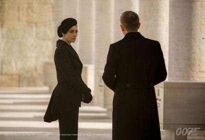 Monica Bellucci e Daniel Craig in una scena di SPECTRE
