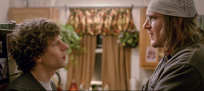 Jesse Eisenberg e Jason Segel - Photo: courtesy of Adler entertainment