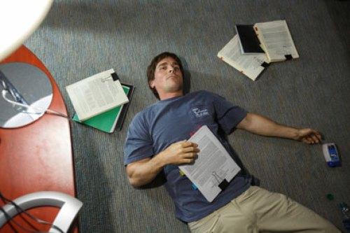 Christian Bale in una scena del film La grande scommessa - Photo: Jaap Buitendijk © 2015 Paramount Pictures. All Rights Reserved.