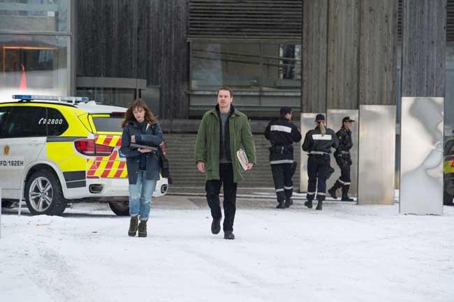 Rebecca Ferguson e Michael Fassbender nel film L'Uomo di Neve © Universal Pictures