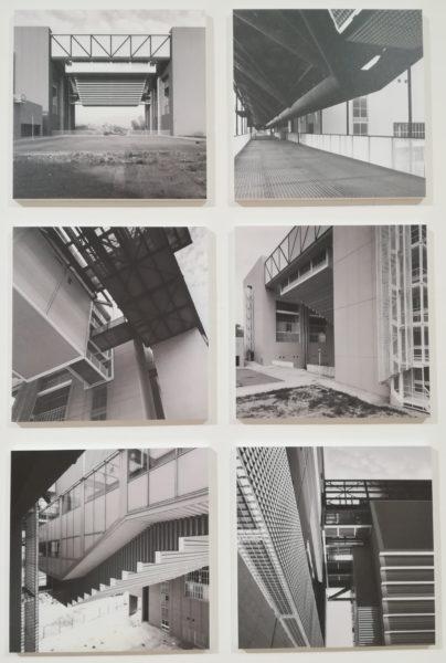 La mostra Il territorio dell'architettura - Gregotti e Associati, Veduta di un'aula consolidata Veduta del ponte veicolare e pedonale Vedute del sistema di aggancio di un'aula consolidata © Federica Musto