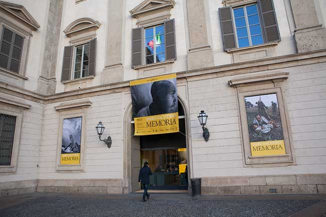 L'ingresso della mostra a Palazzo Reale © Paolo Vezzoli