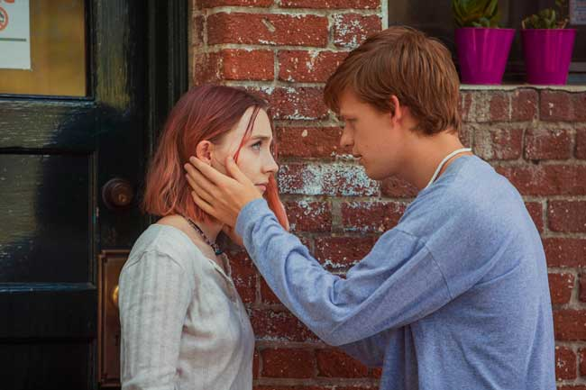 Saoirse Ronan e Lucas Hedges nel film Lady Bird - Photo by Merie Wallace, courtesy of A24