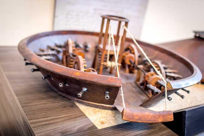 Una delle macchine di Leonardo esposte alla Da Vinci Experience