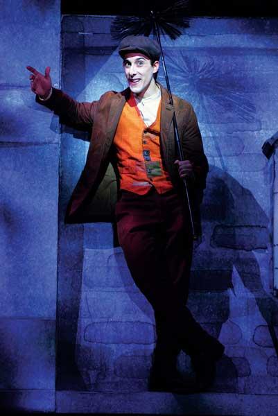 Davide Sammartano nel musical Mary Poppins - Foto di Alessandro Pinna